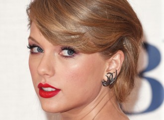Taylor Swift biography: the singer shares a cute photo from her childhood