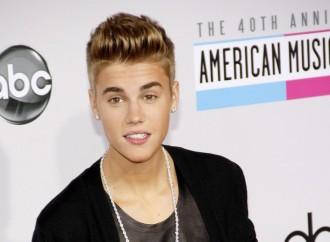 Justin Bieber's Girlfriend: Selena Gomez or Kourtney Kardashian?
