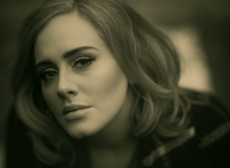 """Adele Said """"Hello"""" to Her Fans Once Again"""