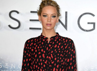 Jennifer Lawrence Apologizes for Offending With Butt-Scratching Story
