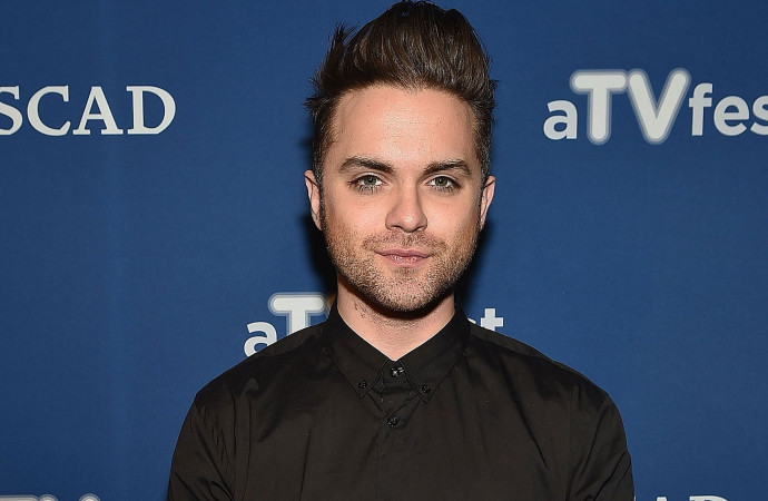'Heroes' Alum Thomas Dekker Reveals He's Gay After He Says a 'Prominent Gay Man' Tried to Out Him