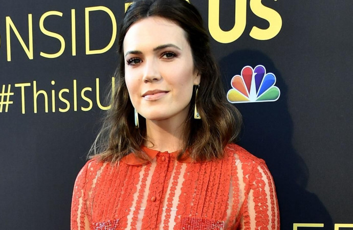 Mandy Moore Gets a Black Eye and Stitches After Running Into Shower Door Handle