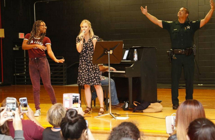 Kristen Bell surprises kids stranded by Hurricane Irma with songs from Frozen