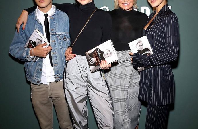 Anwar Hadid, Gigi Hadid, Yolanda Hadid, and Bella Hadid