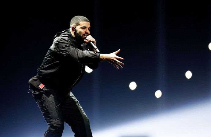 Drake stops mid-performance to yell at fan to 'stop touching girls'