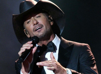 Tim McGraw Collapses on Stage During Concert in Ireland