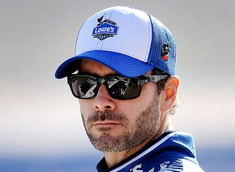 Jimmie Johnson to stay with Hendrick Motorsports for two more years