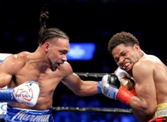Thurman outpoints Porter to defend WBA welterweight belt