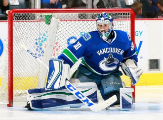 Ryan Miller slams goaltending equipment criticism: 'I'm inside the rules'