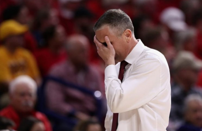 Arizona reminds Bobby Hurley that winning in 'bleeping Tucson' isn't easy