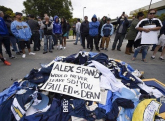 Padres have creative plan to redistribute angry fans Chargers apparel