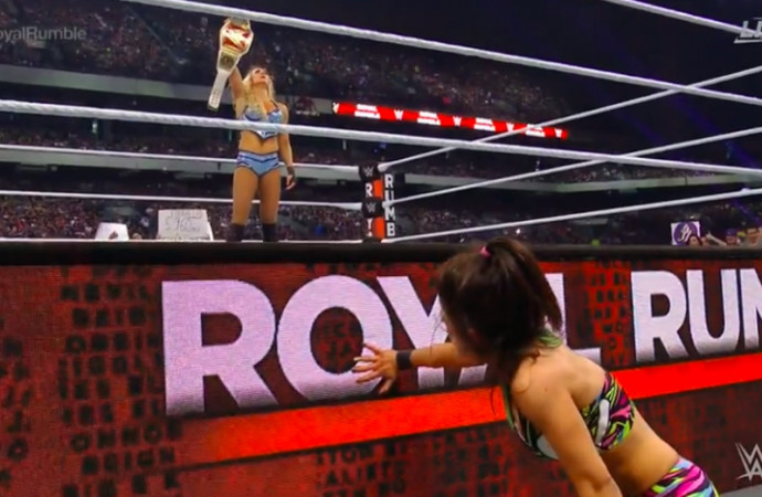 Royal Rumble 2017 results: Charlotte Flair retains RAW women's title over Bayley