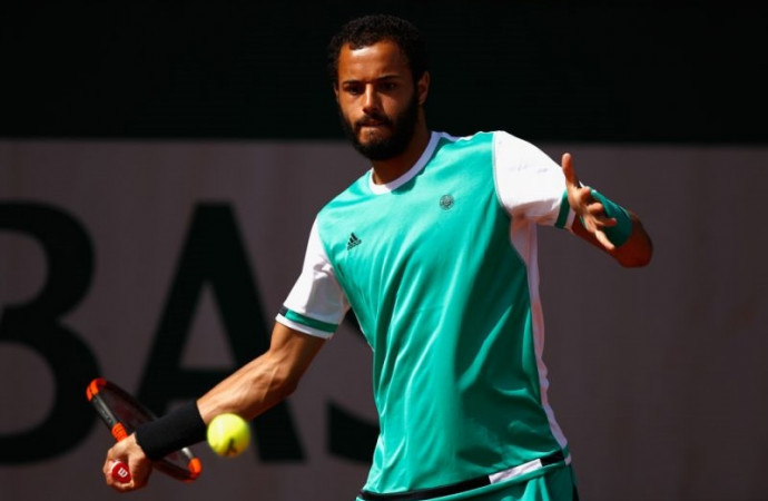 French Open: Tennis player forgoes handshake due to opponent's 'disrespectful' match behavior