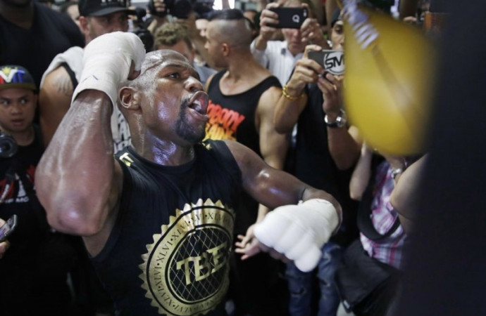 Floyd Mayweather apologizes for using gay slur in introspective moment