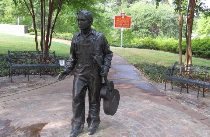 10 U.S. Towns That Honor Their Celebrity Residents