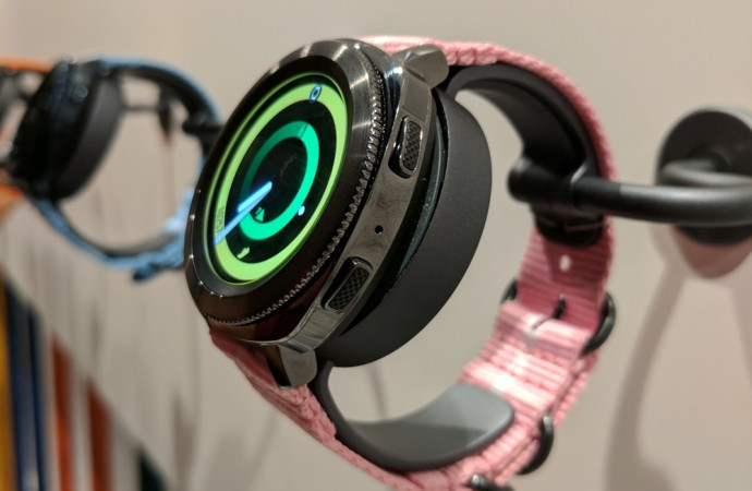 Samsung challenges Apple Watch with its new Gear Sport smartwatch