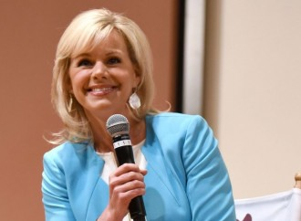 Gretchen Carlson speaks out on Twitter after filing lawsuit against Roger Ailes