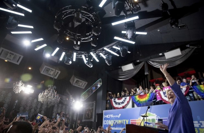 'We don't back down': Clinton barnstorms across Florida after FBI announcement